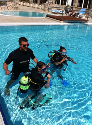 Learn the basics of diving and scuba diving in just one for Pool show discovery